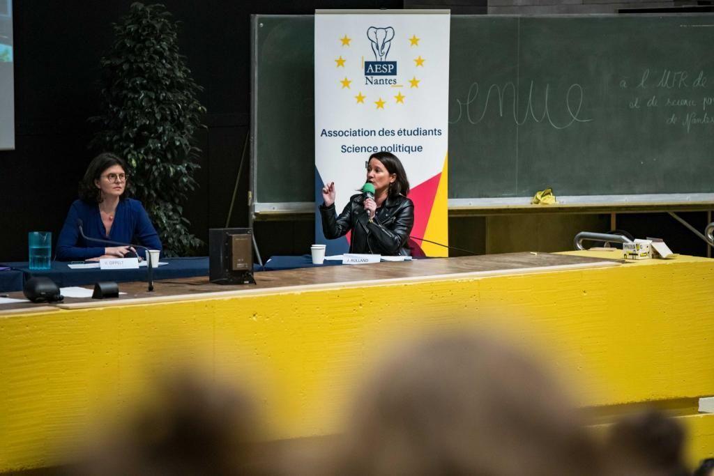 À l'université de Nantes, les étudiants ont pu débattre avec des candidates aux municipales parmi lesquelles était présente la maire sortante, Johanna Rolland. //©Vincent Fourdin