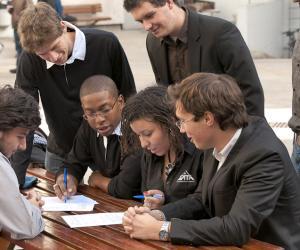 Les élèves de l'EPITA peuvent, durant leur cursus, étudier dans de nombreuses universités partenaires (Allemagne, Pays-Bas, Italie...).