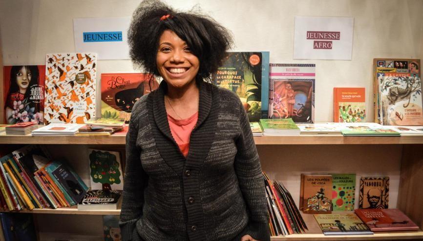 Elle cr e sa librairie salon de th pour mettre en lumi re - Salon de the librairie ...