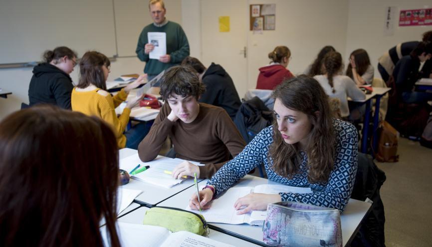 Liloé, 17 ans, est en terminaleL au collège-lycée expérimental, à Hérouville-Saint-Clair, près de Caen (14). //©Cyril Entzmann/Divergence pour l'Etudiant