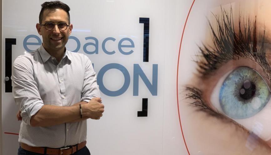 Après un BTS opticien-lunetier, Patrice, 31 ans, poursuit sa formation en management. //©Photo fournie par le témoin