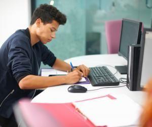 Les écoles de commerce s'organisent pour développer l'enseignement à distance.