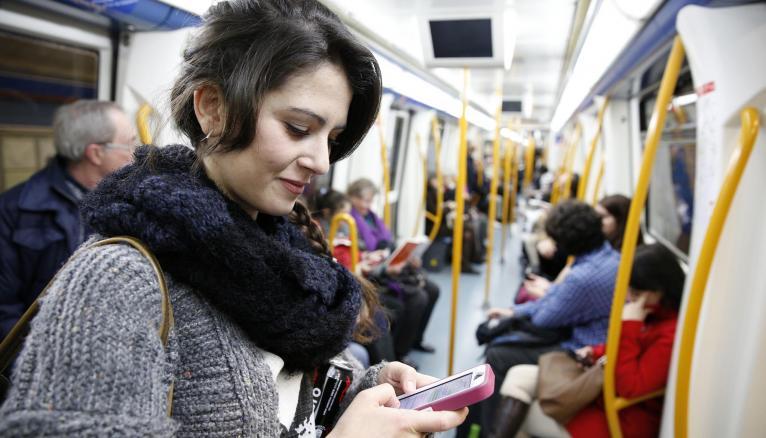 L'école de commerce où étudie Alexandra n'est qu'à trois stations de métro de son appartement.
