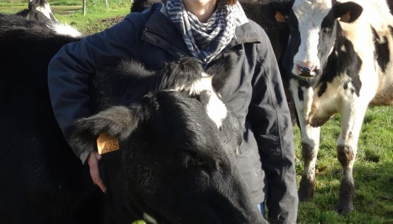 Noémie, 23 ans, salariée agricole dans une ferme laitière bio en Loire-Atlantique, a commencé sa carrière comme cowgirl en Californie.