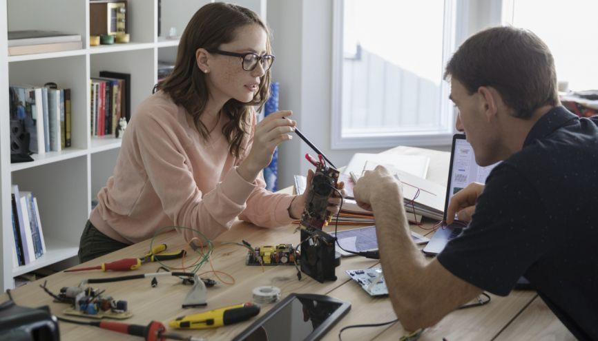 Si vous envisagez une école d'ingénieurs postbac en apprentissage, il y a de fortes chances que vous deviez passer par Parcoursup. //©plainpicture/Hero Images