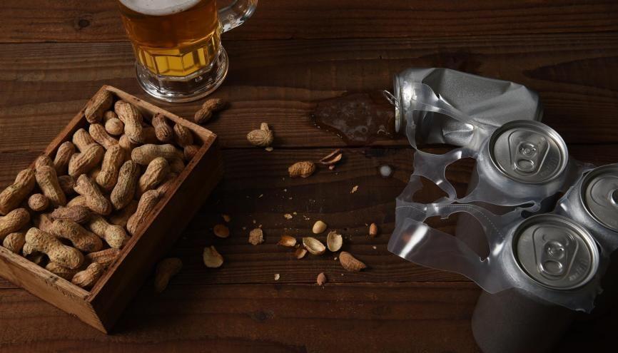 """""""Bistro"""", """"cacahuètes"""" et """"canettes"""" possèdent une double graphie. //©Adobe Stoock/Stevecuk"""