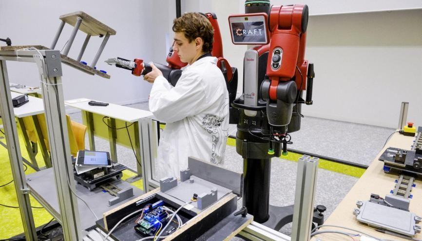 En termes d'embauche, les titulaires d'un master en informatique, électronique et mécanique font partie des mieux lotis. //©Lydie Lecarpentier/REA