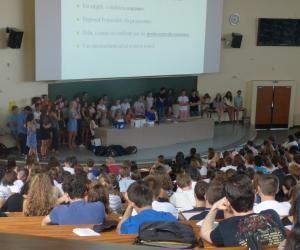 À la fac de médecine de Dijon, tous les tuteurs se sont réunis pour une première réunion d'information générale devant les étudiants de PACES.