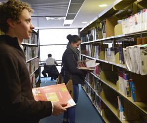 La faculté de médecine d'Angers propose plusieurs DU dans le domaine de la santé pour que les étudiants puissent se spécialiser tout au long de leur cursus.