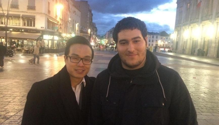David Chhean, à gauche et Ali Aliche, à droite, veulent épauler les élèves de leur ancien lycée dans leurs études supérieures. //©Aziz Oguz