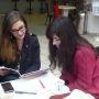 Université de Bourgogne - Manon et Mélanie, étudiantes en L1 SLIC, au café de l'Atheneum. // © Cécile Peltier
