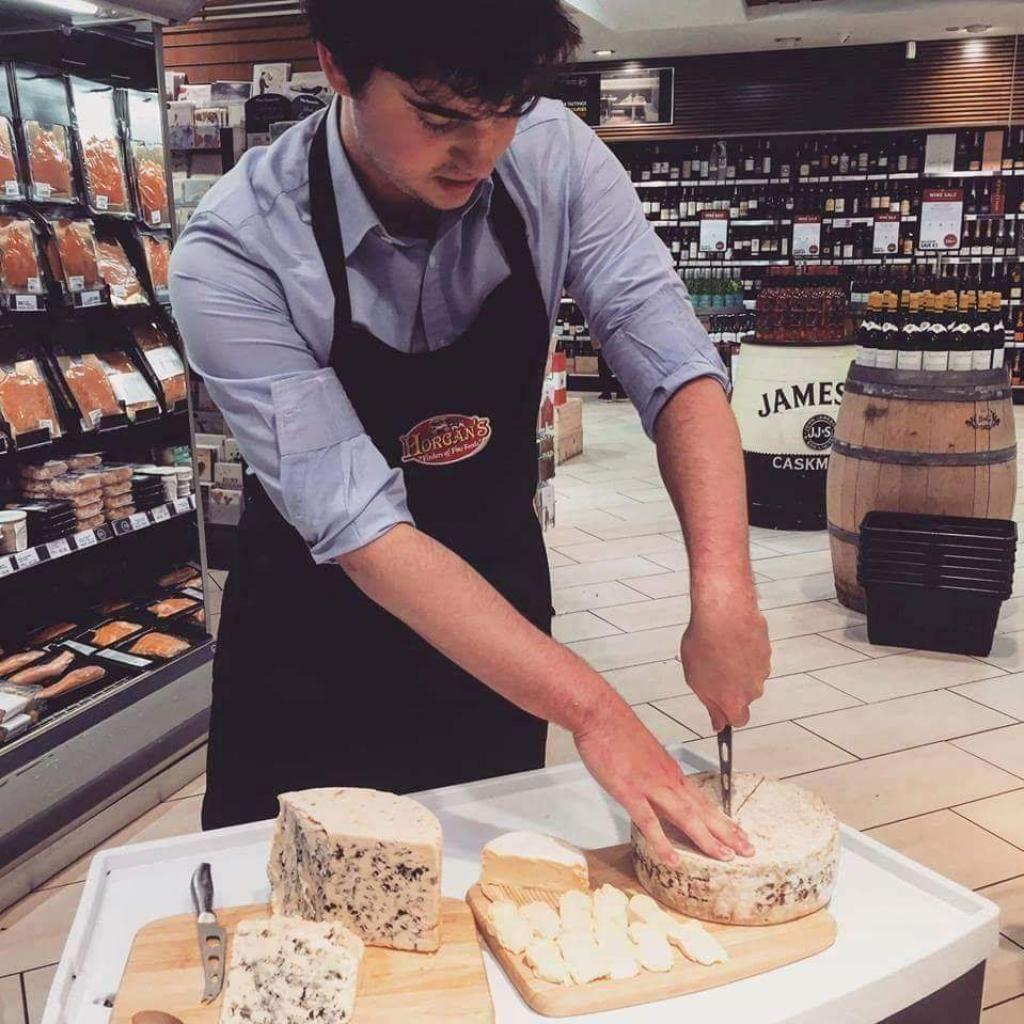 À 24 ans, Pierre Hirsch, chef de zone export, a déjà voyagé du Liban à la Chine pour vendre des fromages français. //©Photo fournie par le témoin