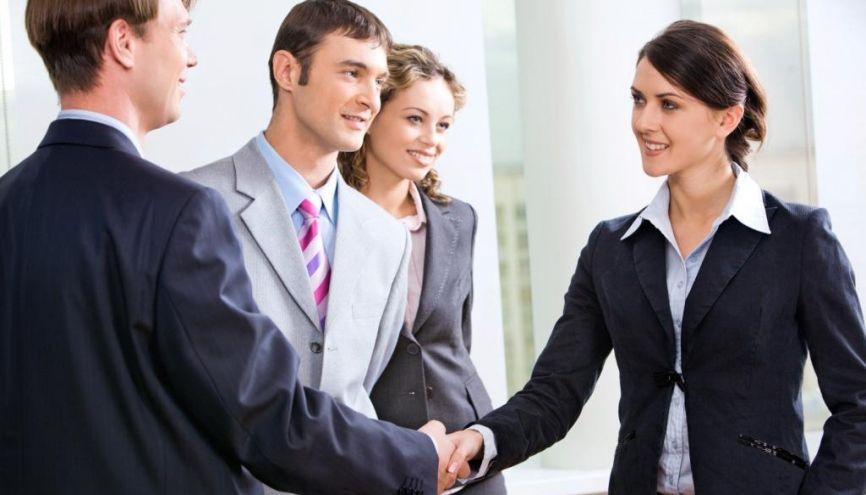 Malgré le rôle croissant d'Internet, rencontrer les recruteurs en personne, sur un salon ou au cours d'une rencontre thématique, reste un moyen de faire la différence. //©Fotolia