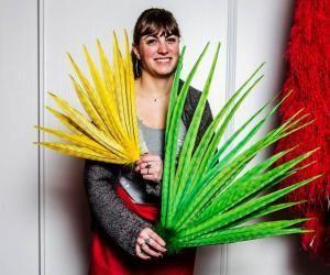 Depuis l'enfance, Céline Perus se passionne pour les travaux manuels créant bijoux et costumes.