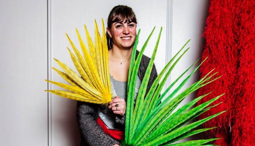 Depuis l'enfance, Céline Perus se passionne pour les travaux manuels créant bijoux et costumes. //©William Beaucardet pour l'Étudiant