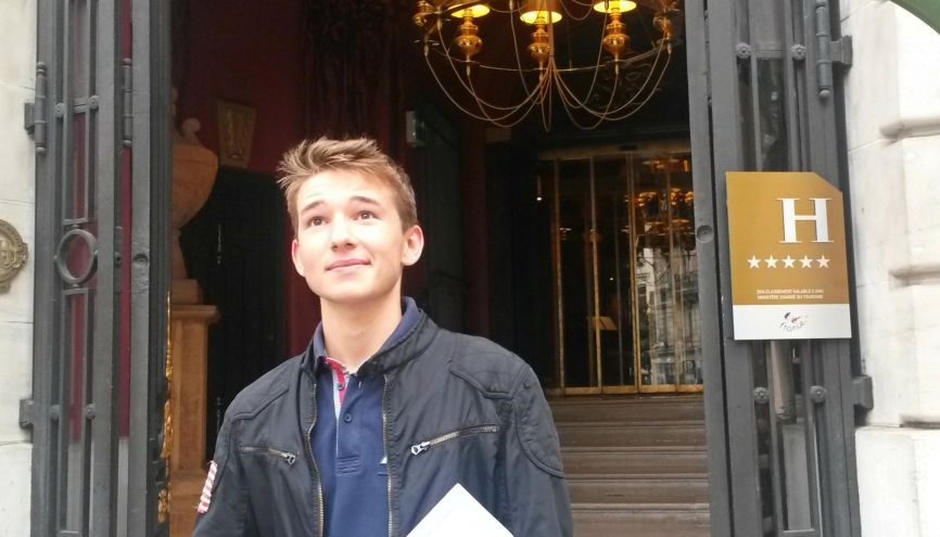 Rémy vient d'être embauché dans un des restaurants les plus prestigieux de la capitale. //©Catherine de Coppet