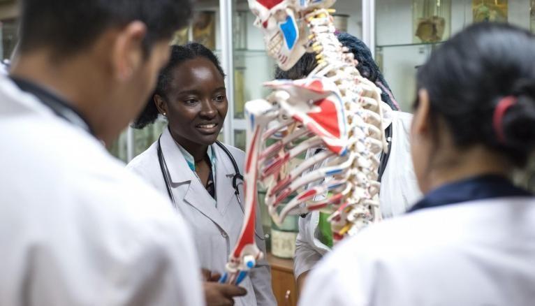 Selon l'ANEMF, le coût des prépas privées accroît le budget des étudiants en médecine.