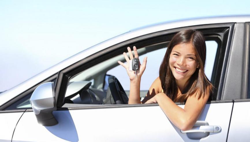 Pour trouver la voiture de vos rêves, vous pouvez faire les petites annnonces ou aller voir un concessionnaire. //©iStockphoto