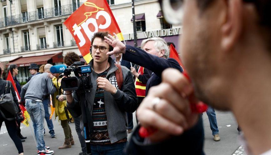 Maxime, 24 ans, en fin de cursus de JRI (journaliste reporter d'images) au CFJ (Centre de formation des journalistes) de Paris. //©Meyer / Tendance Floue pour l'Étudiant