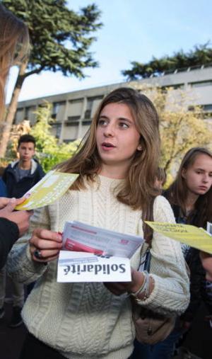 Anthenaïs, 17 ans, membre du MJS (Mouvement des jeunes socialistes), est en terminale S au lycée Jeanne-d'Albret, à Saint-Germain-Laye (78).