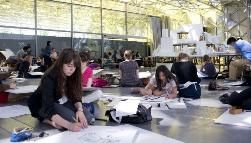 À l'ESAD de Saint-Etienne, épreuve de dessin. //©S.Binoux