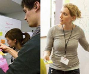 """Avec la """"pensée design"""", les post-it remplacent les cahiers. De Stanford (à droite) à Marne-la-Vallée (à gauche), le """"design thinking"""" (ou """"pensée design"""") envahit les campus."""