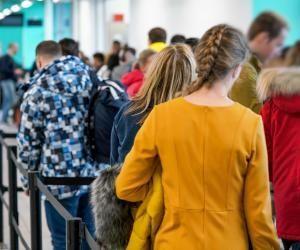 """Les autorités françaises recommandent aux voyageurs de """"prendre les mesures nécessaires pour leur retour tant que les lignes commerciales restent ouvertes""""."""