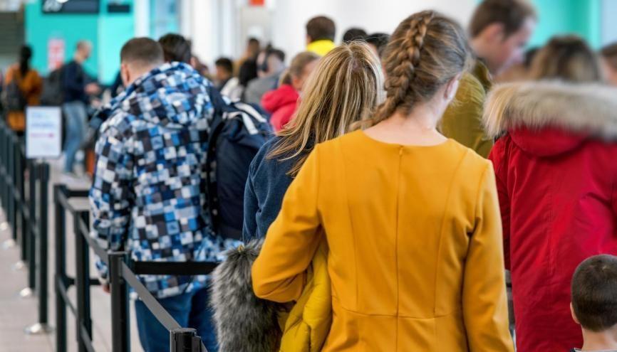 """Les autorités françaises recommandent aux voyageurs de """"prendre les mesures nécessaires pour leur retour tant que les lignes commerciales restent ouvertes"""". //©Adobe Stock/Lubo"""