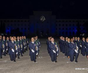 La cérémonie du baptême de promotion de l'école de l'air est un événement incontournable pour les futurs officiers.