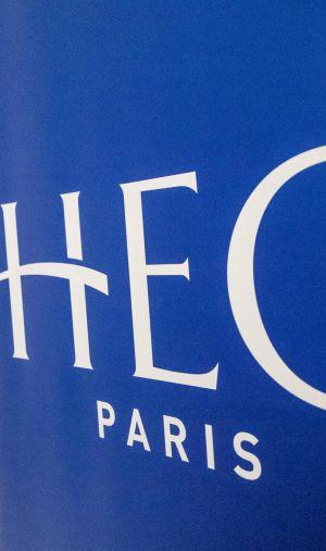 """Plus de 1.900 étudiants et diplômés de HEC Paris demandent un nouveau directeur """"engagé"""""""