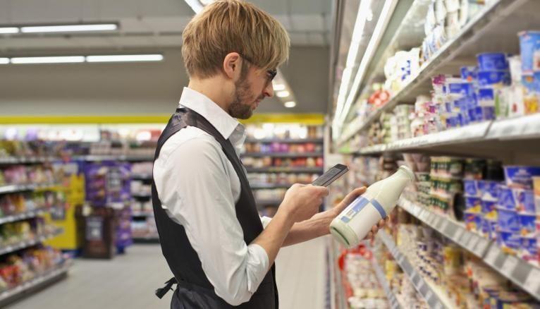En tenant compte de la taille et de la fréquentation du magasin, le category manager fait des propositions sur la position des différents produits dans le rayon pour augmenter les ventes.