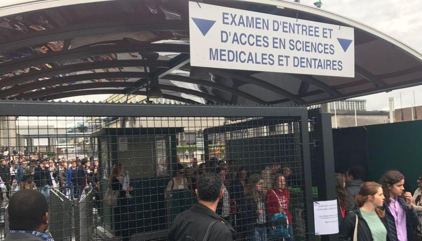 """Beaucoup de candidats pour un taux de réussite inférieur au taux français : en filière santé, la Belgique n'est plus si """"accueillante"""". //©Aurore Abdoul-Maninroudine"""