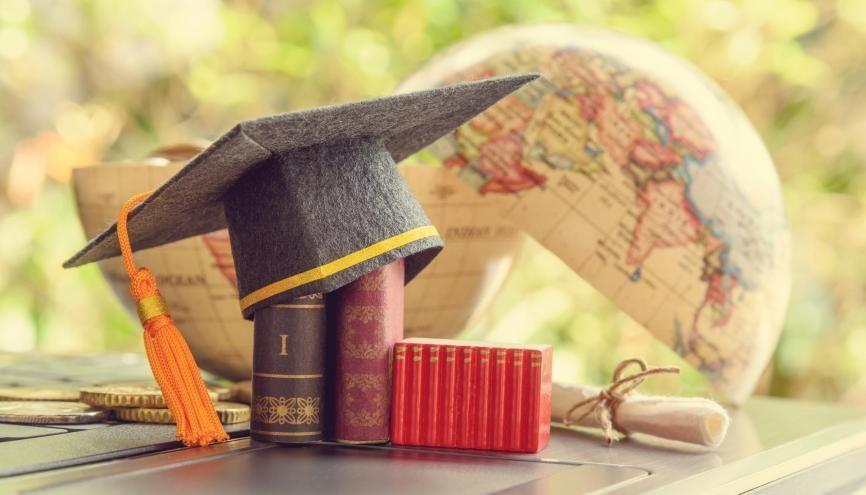 """Vous hésitez entre plusieurs établissements, et pourquoi ne pas miser sur une """"jeune"""" université ? //©William W. Potter/Adobe Stock"""