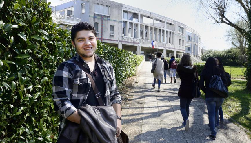 Adrien, 20 ans, passe son bac pour la troisième fois. Il espère ensuite étudier la sociologie. //©Elisabeth Schneider/Hans Lucas pour l'Etudiant
