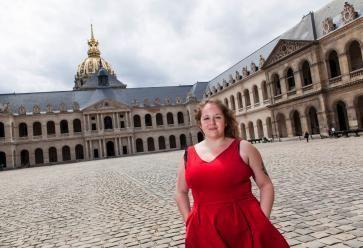 Élyse profite à fond de la vie culturelle de Paris. //©Simon Lambert/Haytham pour l'Etudiant
