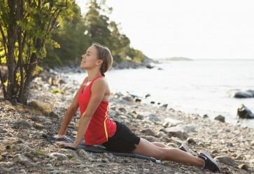 Les postures de yoga vous permettent d'être bien dans votre corps mais aussi dans votre tête. //©PlainPicture