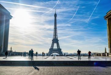 Bien sûr que vous allez visiter la Tour Eiffel ! Comme tout le monde ! //©Xavier POPY/REA