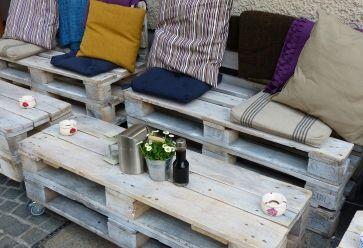 Sur un balcon ou à l'intérieur, les meubles-palettes trouvent leur place partout ! //©Pixabay/werner22brigitte