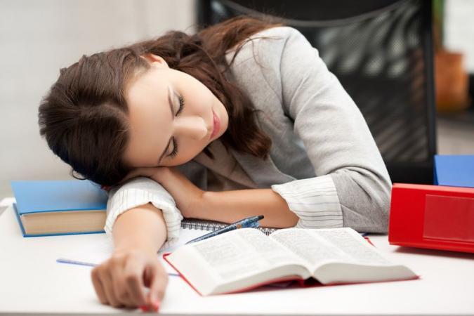 beaut 5 conseils pour bien dormir la veille d un examen l 39 etudiant trendy. Black Bedroom Furniture Sets. Home Design Ideas