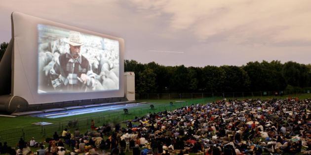 Le cinéma en plein air de la Villette propose un programme varié pendant tout l'été. //©Yvan Grubski
