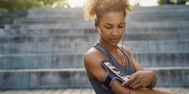 Et si votre smartphone était votre meilleur allié pour bouger ? //©PlainPicture