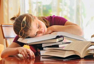 Vous ne tenez plus : vous êtes si fatigués que vous vous endormez partout ! //©