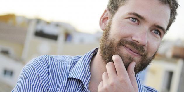 Des techniques pour arrêter de piquer avec votre barbe //©PlainPicture