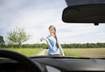 Il y a quelques étapes à respecter avant de prendre le volant. //©PlainPicture / AndréSCHUSTER