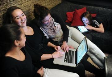 Allez, on lâche Internet et on se met au boulot ! //©PlainPicture