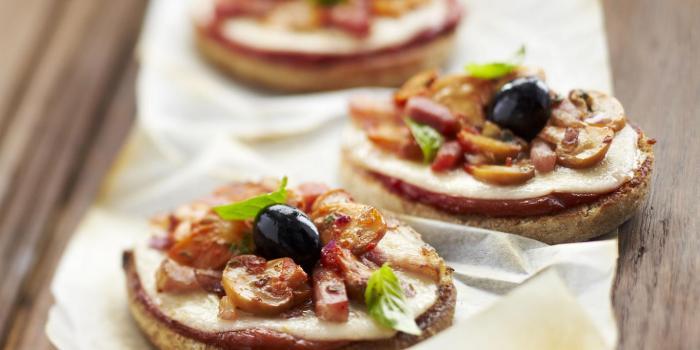 Food recette des mini pizzas express aux champignons l for Idee repas entre potes