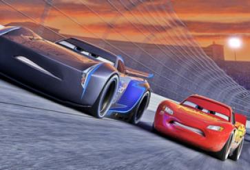 Préparez-vous pour une course de folie entre Flash McQueen et son nouveau rival, Jackson Storm. //©Pixar
