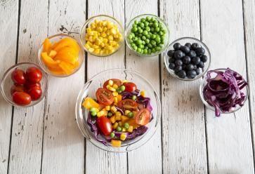 Marier avec fantaisie les fruits et les légumes : la bonne idée pour faire le plein de vitamines ! //©PlainPicture
