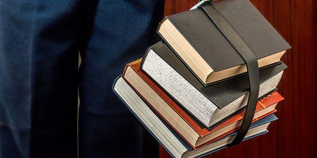 Non, la vie d'un étudiant en lettres ne se limite pas à lire de vieux livres. //©stevepb