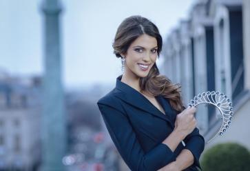 Avant de décrocher le titre de Miss Univers, Iris Mittenaere prévoyait de reprendre ses études en dentaire. //©Benjamin Decoin Sipa Press